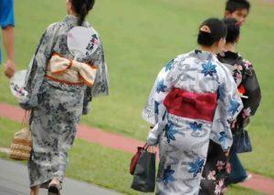 Extravagante Mode – traditionelle japanische Kleidungsstücke
