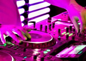 Gelungene Feste mit einem Diskjockey feiern