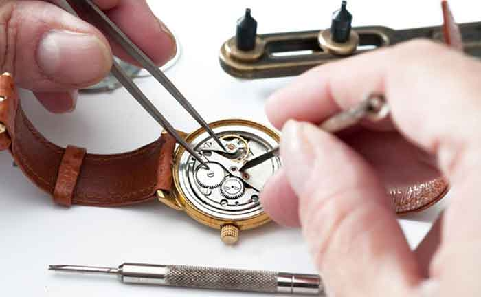 Reparatur einer Armband Uhr