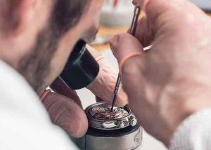 Wann loht sich die Reparatur einer Armband Uhr