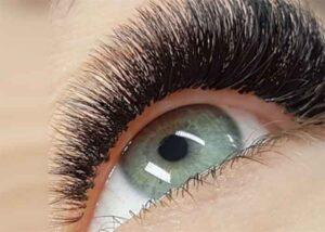 Lange Wimpern sind seit tausenden von Jahren ein Schönheitsmerkmal