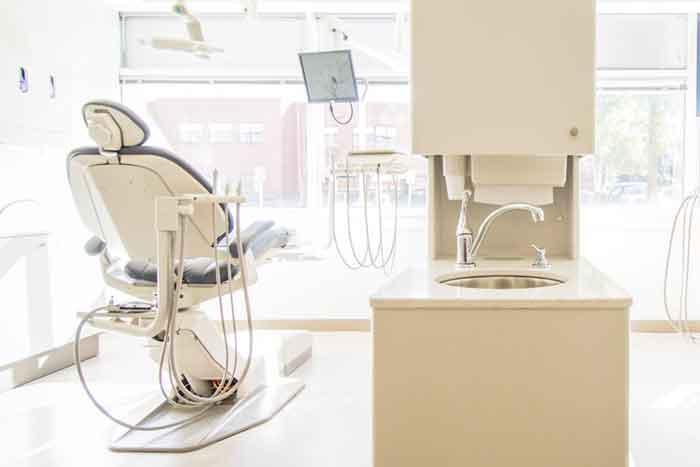 Strahlend weisse Zähne Zahnarztpraxis